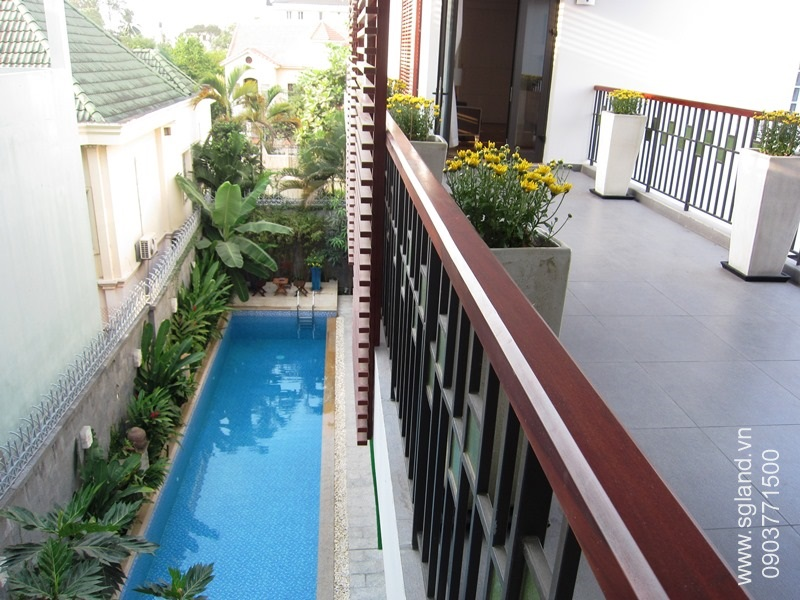 villa-for-rent-in-hcm-Fr 3rd flr balcony looking down31