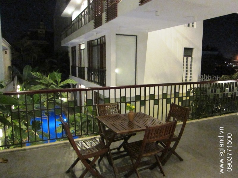 villa-for-rent-in-hcm-Looking out fr living rm39