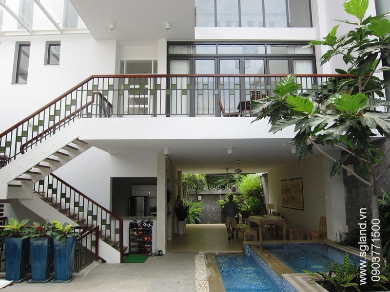 villa-for-rent-in-hcm-Courtyard looking out27