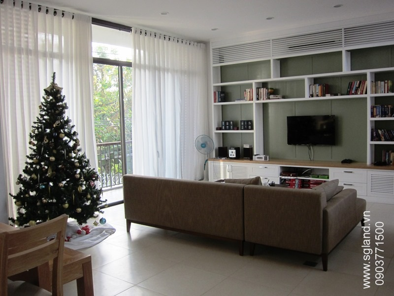 villa-for-rent-in-hcm-Front living room33