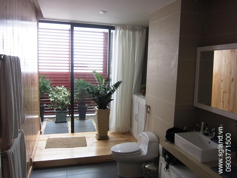 villa-for-rent-in-hcm-Master bathroom43