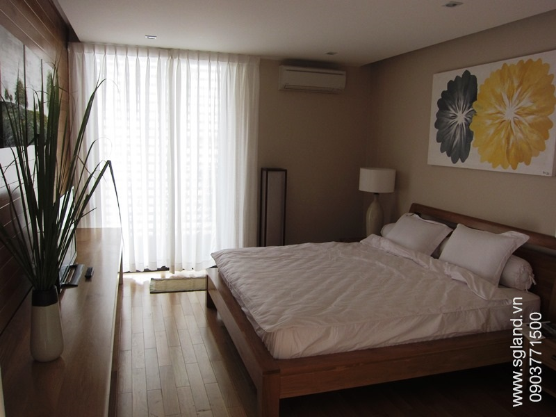 villa-for-rent-in-hcm-Master bedrm44