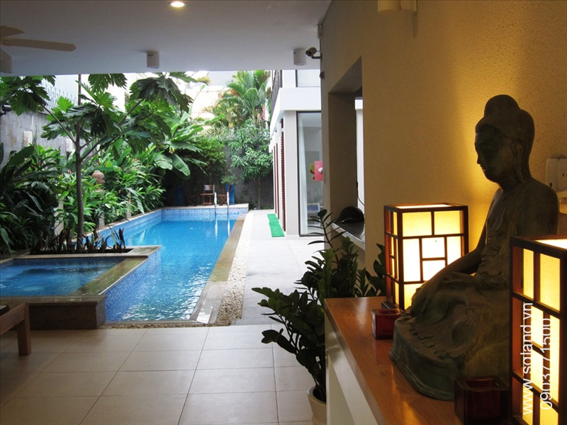 villa-for-rent-in-hcm-Veranda buddha statue 256